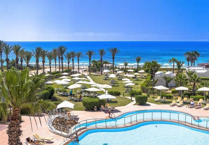 Hôtel delfino beach resort & spa 4*